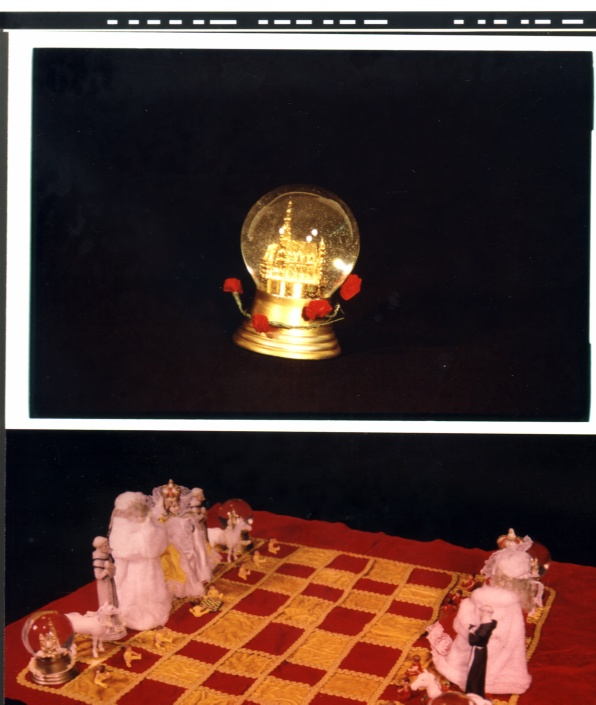 Chess Set II red & gold with rook close-up
